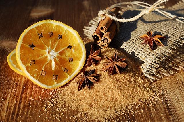 pomeranč a hřebíček