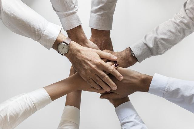 Lidé, ruce, společný úspěch